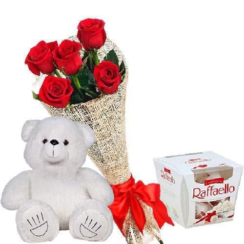 фото Ведмедик з цукерками та букет троянд