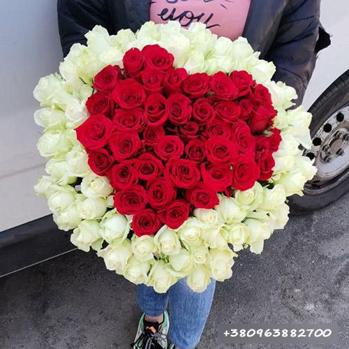 букет 101 троянда серцем